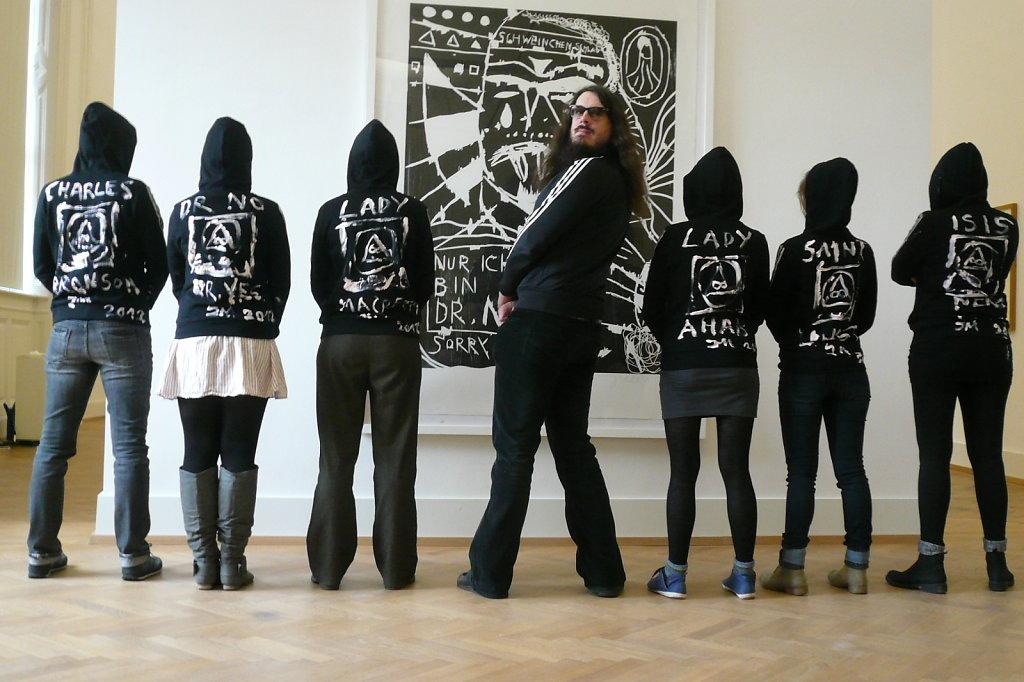 """Jonathan Meese und """"die Kunstvermittllerinnen"""""""